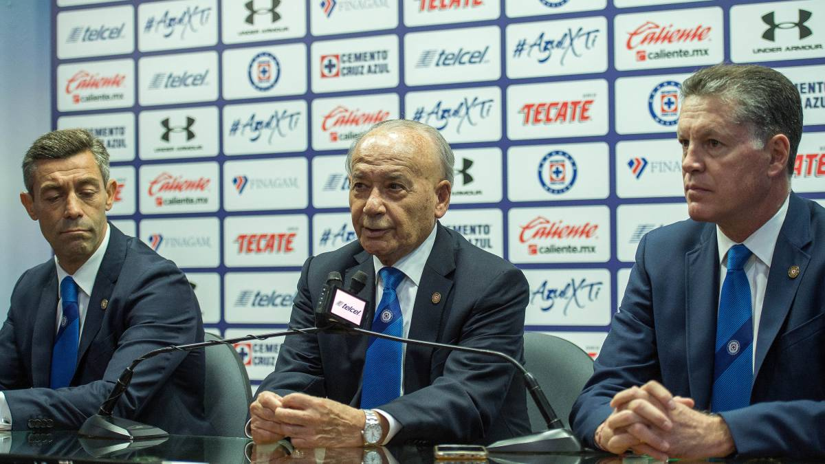 Cruz Azul presume trofeo de Copa MX en La Noria