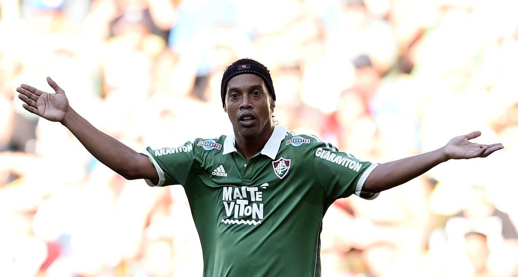 Ronaldinho Brasil Deuda Bancarrota Pasaporte Los Pleyers