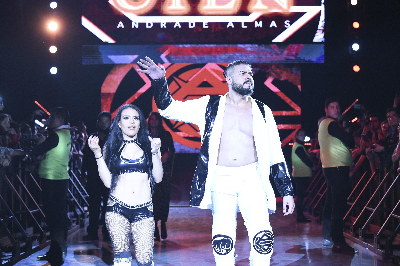 Andrade Cien Almas WWE México Arena Ciudad de Mexico