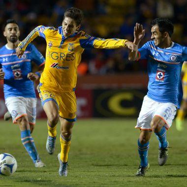 Rafael Bacca no juega en Cruz Azul por culpa de Chuy Corona