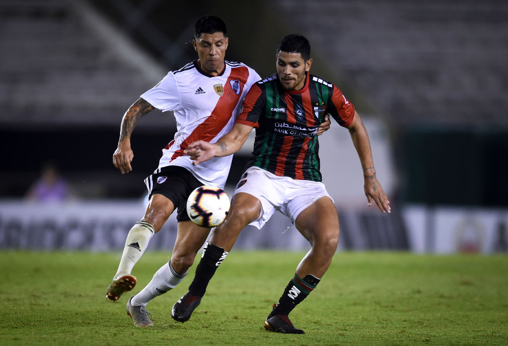 13/03/2019. América Cruz Azul Sebastián Cáceres Lucas Passerini Los Pleyers, Passerini disputa un balón con Enzo Pérez en la Copa Libertadores 2019.