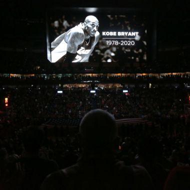 26/01/2020. Kobe Bryant Muerte Reacciones Deporte Los Pleyers, Las pantallas del Staples Center las protagonizó Kobe Bryant.