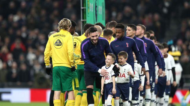 22/01/2020, Premier League, Niños, Acompañan, Jugadores