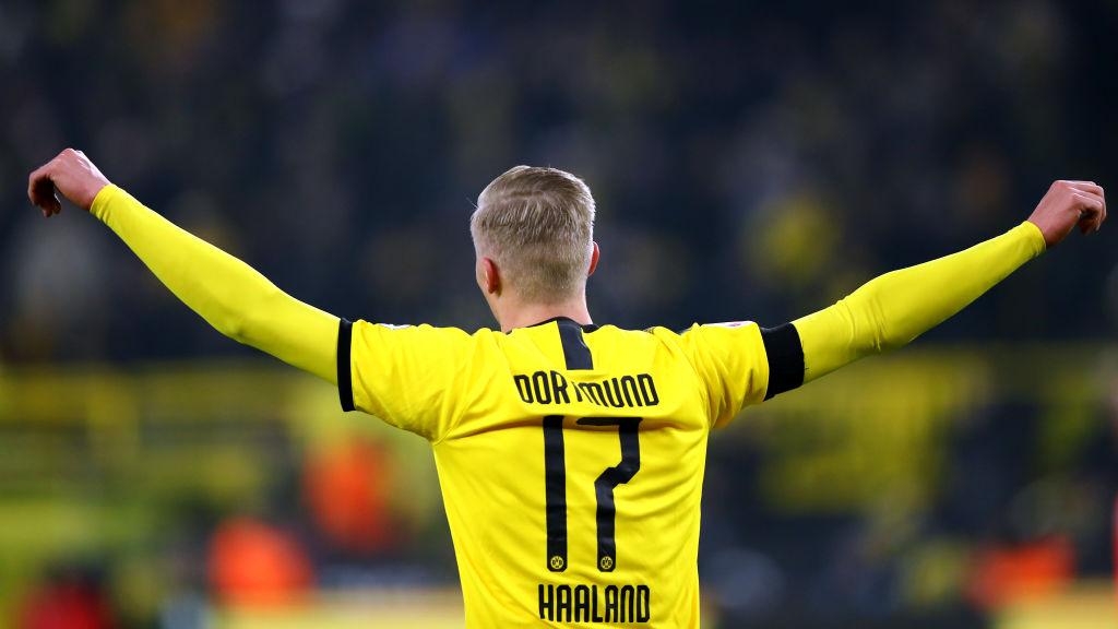 24/01/2020. Haland Borussia Dortmund Zlatan Quién Es Los Pleyers, Elring Haland festejando un gol con el Dortmund.