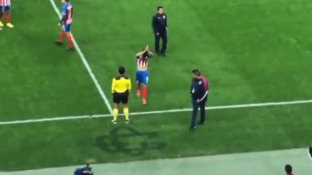 16/02/2020. Uriel Antuna tuvo un mal partido contra Cruz Azul, razón por la cual pidió disculpas a la afición y salio llorando