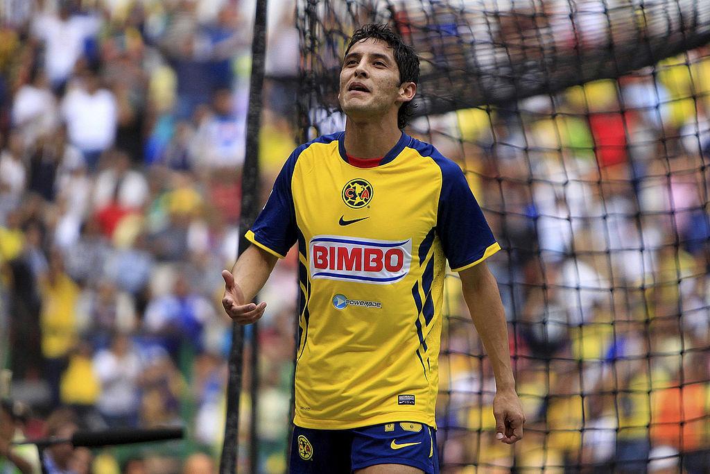 24/04/2011. Cruz Azul Ángel Reyna Carlos Hurtado Fichaje Los Pleyers, Ángel Reyna celebra un gol con América.