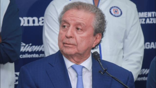 04/03/2020. Cruz Azul Víctor Garcés Trata De Blancas Demanda Los Pleyers, Víctor Garcés en una conferencia de prensa con Cruz Azul.