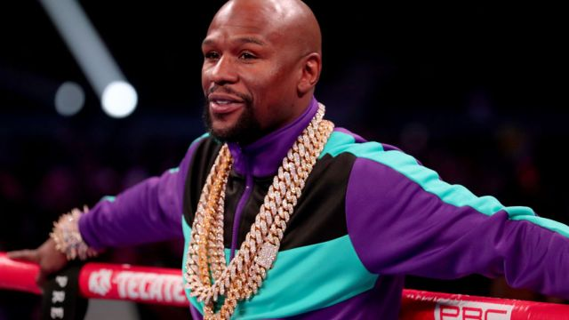 16/03/2019. Floyd Mayweather Premier League Newcastle Comprar Los Pleyers, Floyd encima de un ring.
