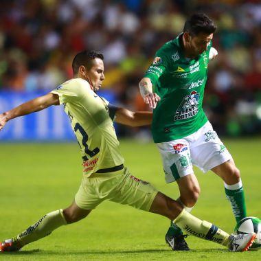 16/05/2019. América Paul Aguilar Pachuca Rubens Sambueza Los Pleyers, Rubens y Paul disputan un esférico.