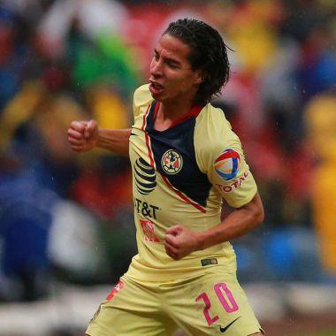 20(10/2018. Miguel Herrera Diego Lainez América Europa Los Pleyers, Diego Lainez celebra un gol con el América.