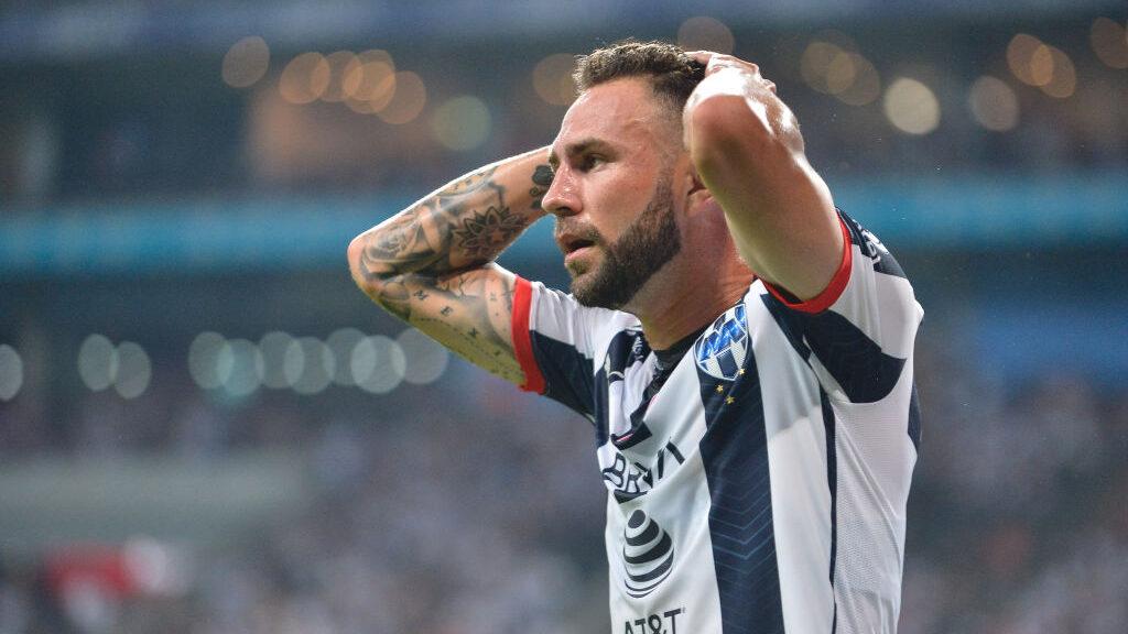 20/10/2019, Checa el momento en que Miguel Layún prefiere regañar a sus hijos en plena entrevista