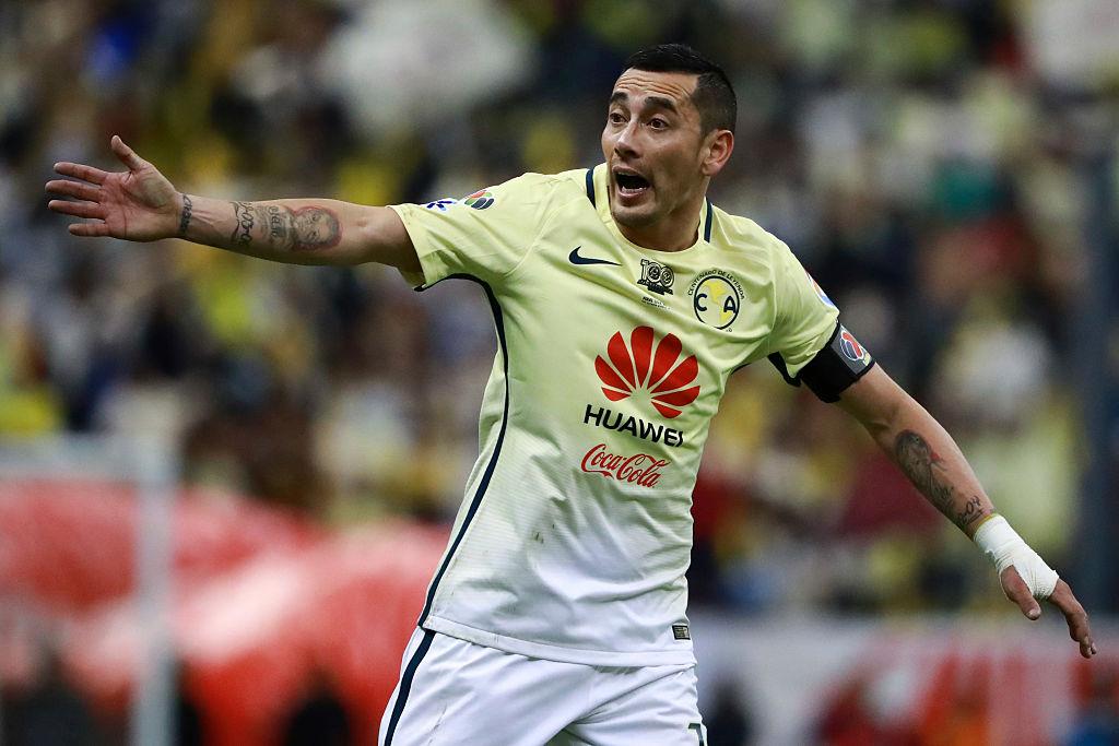 22/12/2016. América Nico Castillo Rubens Sambueza Retiro Los Pleyers, Rubens Sambueza en un juego con América.