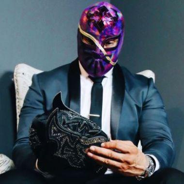 23/04/2020, Cinta de Oro lanza máscara de lucha libre en honor a Kobe Bryant