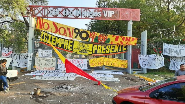 Aficionados de Morelia durmieron en los accesos del Estadio Morelos 31/05/2020