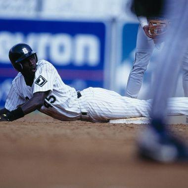 08/08/1994, Así le fue a Michael Jordan cuando jugó beisbol en el Birmingham Barons, sucursal de los White Sox de la MLB.