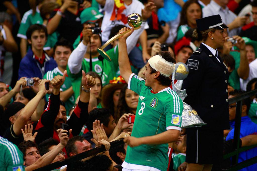 10/07/2011. Liga Balompié Mexicano Atlético Veracruz Julio Gómez Fichajes Los Pleyers, Julio Gómez levanta el trofeo Sub-17.