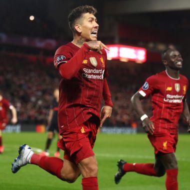 11/03/2020. Premier League Partidos Futbol Duración Los Pleyers, Roberto Firmino celebra un gol junto a Sadio Mané.