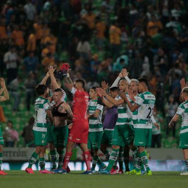 16/02/2020. Santos Coronavirus Jugadores Positivo Los Pleyers, Jugadores de Santos aplauden a su afición.