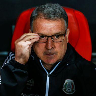 19/11/2019. Tata Martino Selección Mexicana Convocatoria Coronavirus Los Pleyers, Gerardo Martino se toma los lentes.