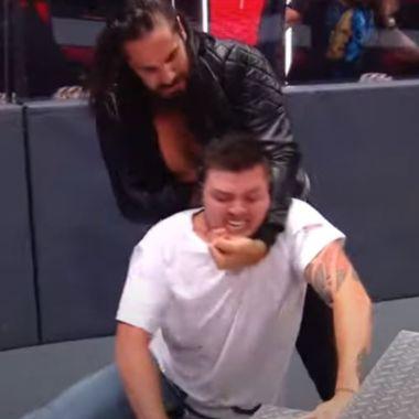 Seth Rollins casi lastima a hijo de Rey Mysterio en su regreso a la WWE 23/06/2020