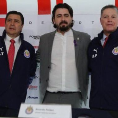 ¿Ricardo Peláez le pidió sentar jugadores de Chivas al Flaco Tena?