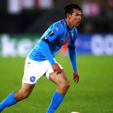 Hirving Lozano con el Napoli en la Europa League