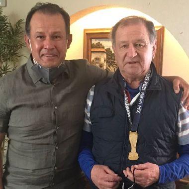 Juan Reynoso enrique meza regalo cruz azul campeón