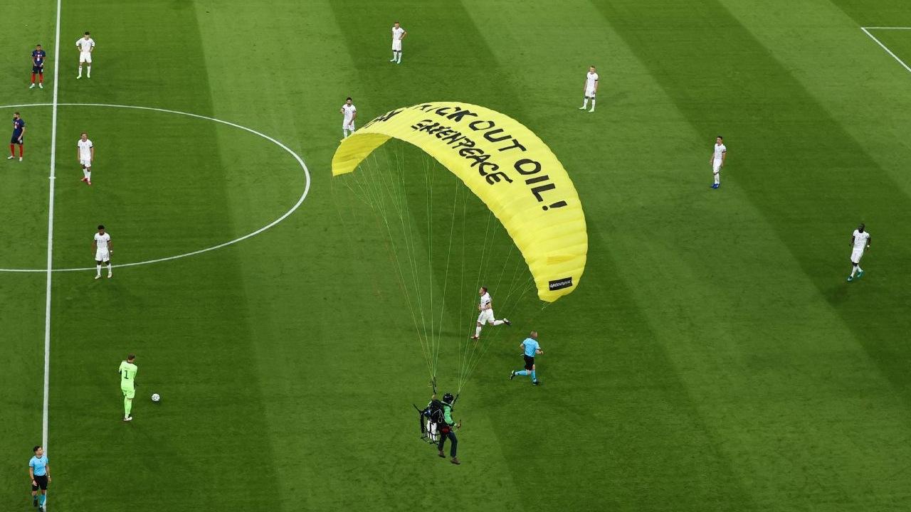 Eurocopa 2020 paracaidista Alemania Francia