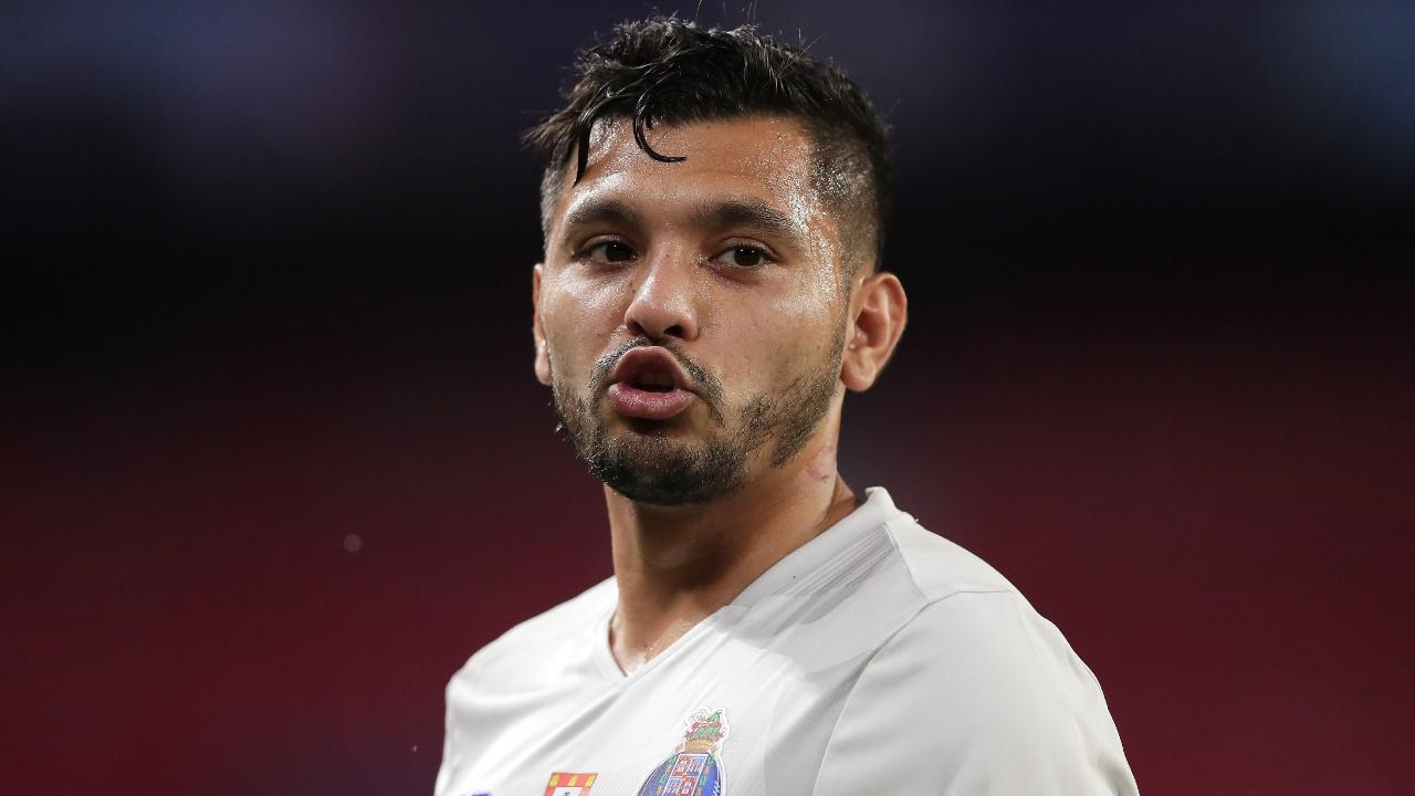 Tecatito Corona ofertas Sevilla Fiorentina