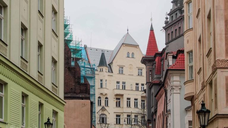 Praga Día 2 | Josefov, Jonh Lennon, las esculturas canallas, un café checo y el castillo olvidado.