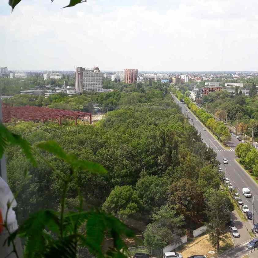 Der Blick auf Bukarests Parks aus dem 11.Stock