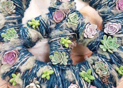 Planten-kleur-verwerken-in-wol-breien-met-bloemen-losse-bloemen-blog-bloemen-arrangement-waterdrinker-inspiratie
