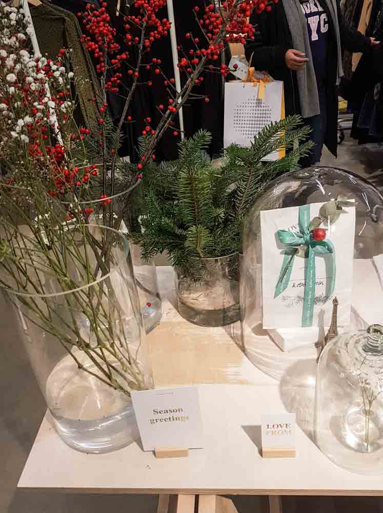 lossebloemen Kerstshoppen in hartje Utrecht losse bloemen & other stories winkel