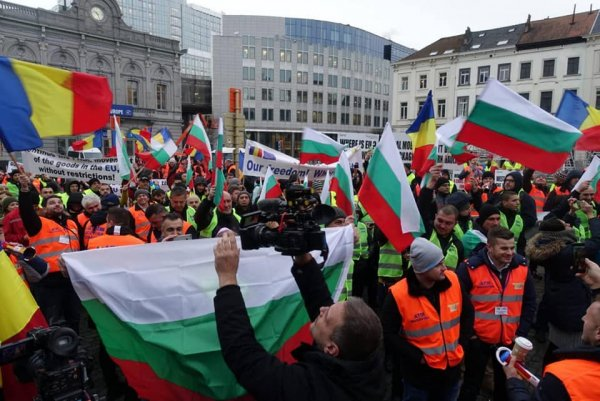 Bulgarian truckers protesting against EU's new mobility package. Source:Sega