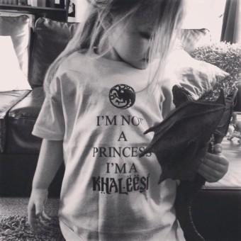 la niña de la camiseta i'm not a princess i'm a khaleesi