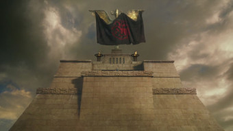 The-Targaryen-flag-draped-over-the-arms-of-the-Harpy-of-Meereen