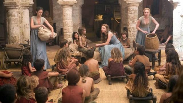 margaery con niños pobres