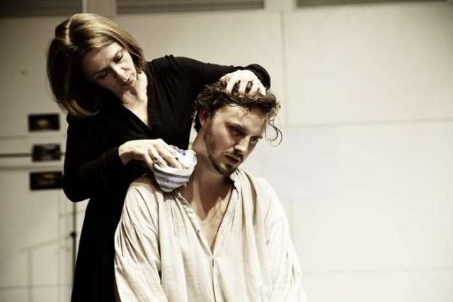 fiona-bell-and-tom-canton-in-rehearsal-for-wuthering-heights-photo-by-pat-redmond