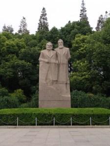 Büste von Marx & Engels im Fuxing Park