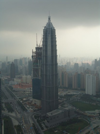 Jin Mao Tower & dahinter das neu entstehende Shanghai World Finanical Center