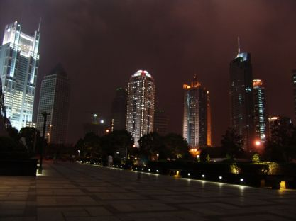 vor dem Jin Mao Tower
