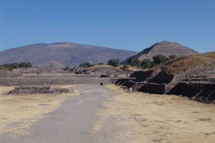 Calzada de los Muertos und Pirámide del Sol