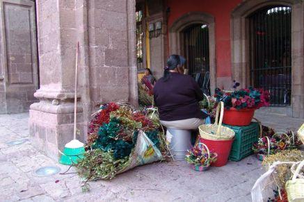 Unter den Arkaden an der Plaza Principal (El Jardin)
