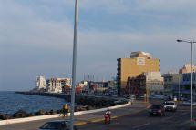 Fahrt entlang der Küste auf dem Blvd. Camacho