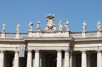 Säulengang auf dem Piazza San Pietro (Petersplatz)