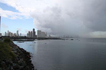 Blick auf die Küste von Panama City - Aufgenommen von der Terrasse des Trump Tower
