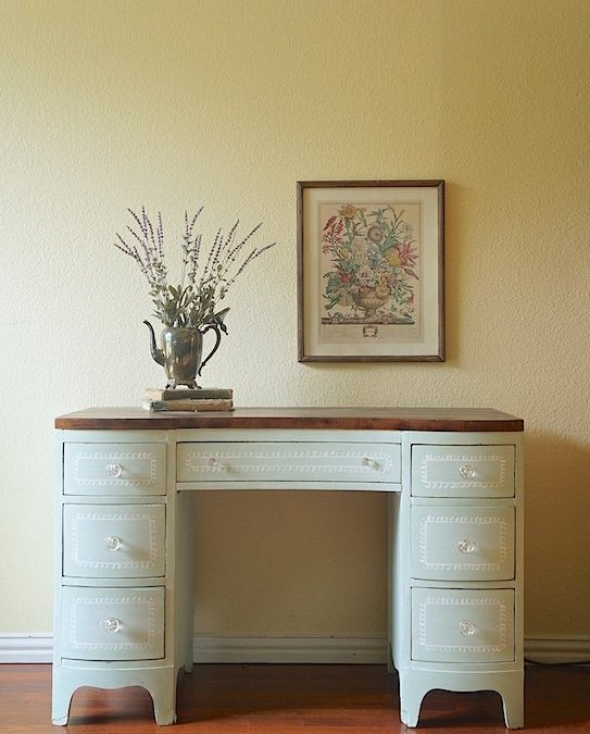 Free Craigslist Vanity {Furniture Makeover}