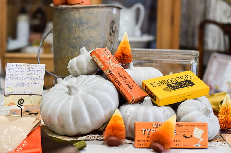fall antique booth displays 8
