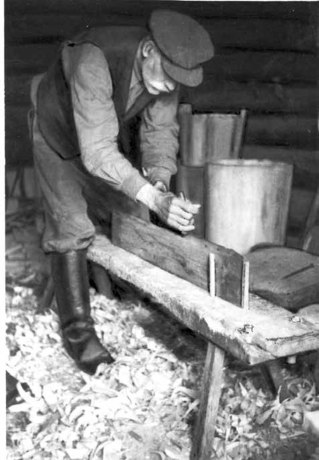 FIG. 58. Planing a board edge. Avinurme. Maetsma village. Photograph by author. 1949 Photo library 1127:14.
