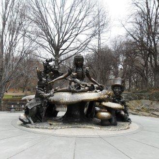 alice-statue